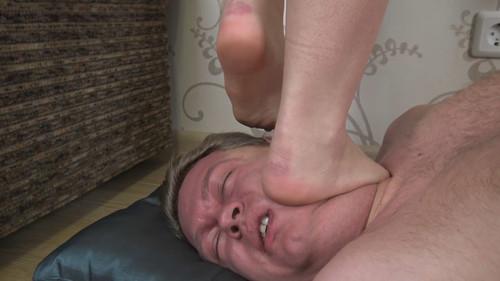 Dani - barefoot trampling Full HD