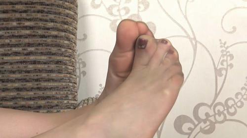 Helen - sweaty soles in stockings Full HD