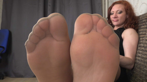 Helen - sweaty soles in stockings Full HD