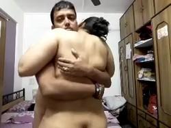 شرموطة  مصرية هايجة تتناك من عاشقة  بوص احضان وشغال تقفيش فى جسمة
