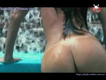 Leticia Dojas bare her big naked ass in the water