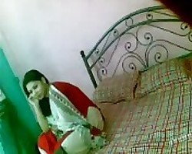 عشيقها مسكها ع السرير يقلعها وصورها عريانه وفشخها نياكه