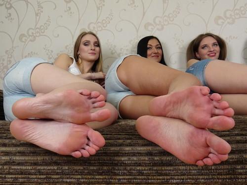 Model: Milena *size 10 US (41 EU)* & Jasmine *size 10 US (41 EU)* & Violetta *size 11 US (42 EU)* & Stella *size 9 US (40 EU)*