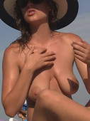 topless amateur big tits on the beach
