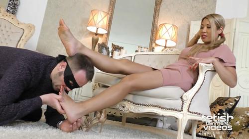 Worship Vannys bare feet - FULL HD WMV