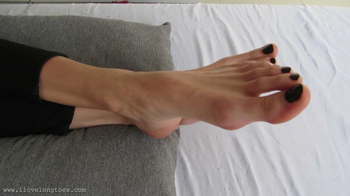 Hania's long feet