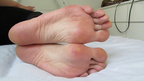 Hania's long feet 3