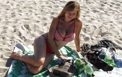 Busty Amateur Beach Girls for Wankers