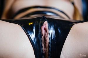 Lorena-Y-Latex-Obsession--i6v2x36g32.jpg