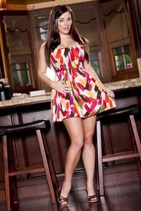Taylor Vixen - Kitchen Cutie c6v2x1i2ym.jpg