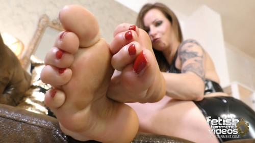 Ivy big feet and long toes - FULL HD WMV