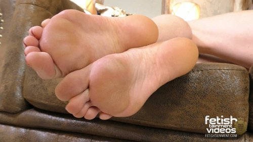 Ivy big feet and long toes - FULL HD WMV