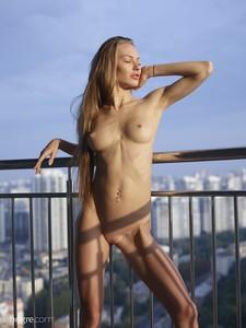 Jolie-Sexy-Skyline--v7egqleqlr.jpg