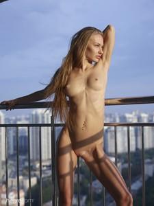 Jolie-Sexy-Skyline--a7egqldzmy.jpg