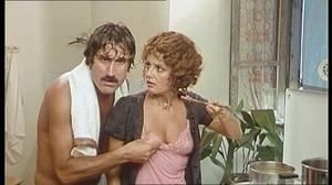 Gloria Guida / Rossana Podesta / Il gatto mammone / topless / (IT 1975) Phc15bsv8d58